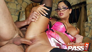 Busty Babe In Glasses Angelica Heart Has Sex And CIM